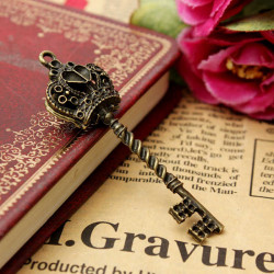 Retro Metal Bronze Crown Key Pendant DIY Accessaries