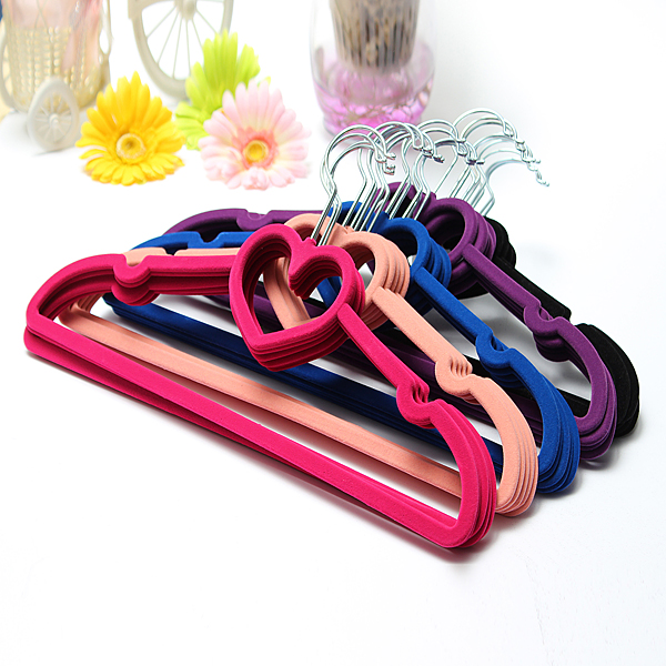 5pcs Velvet Non-Slip Heart Shaped Clothes Hanger Bathroom