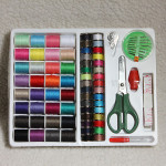 100stk Syning Kit Tråd Nål Bånd Saks Thimble Set Hjem Tekstiler
