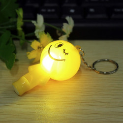 Luminous Cute LED Smile Face Key Kæde Whistle Vedhæng Nøglering
