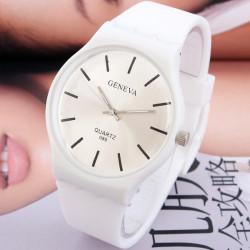 Lässige Silikon Gelee Farben Frauen Quarz analoge Uhr