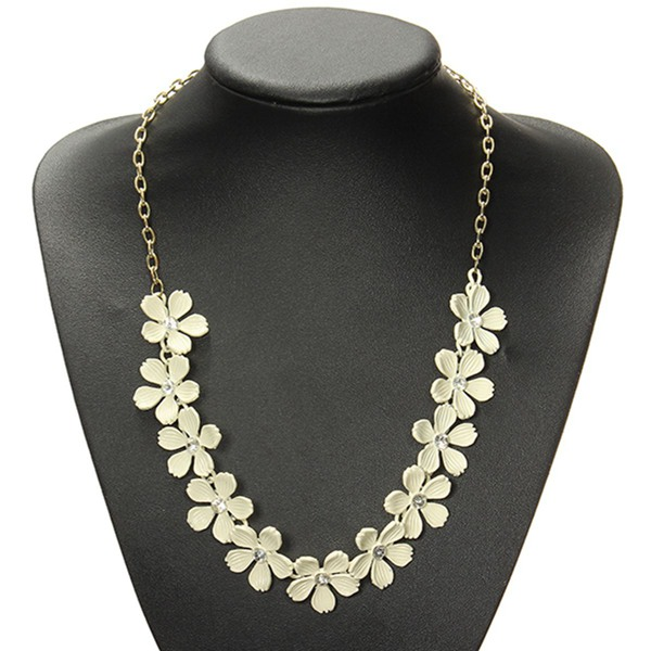 Vintage Beige Camellia Flower Crystal Choker Statement Necklace Women Jewelry