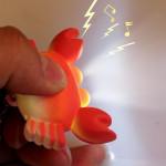 Luminous Ton Cartoon Crab LED Schlüsselanhänger Farbe Obtional Taschenlampe