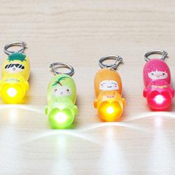 Mini Gullig Tecknad Portable Fruit LED Nyckelring Gåvor