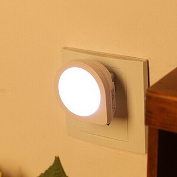Kreativa Söt Q Shape Light Sensor LED Nattlampa Lågenergilampa LED-belysning