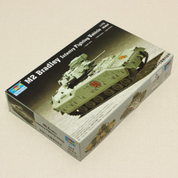 Hobbyboss Trumpeter M2 Bradley Infantry Fighting Vehicle Tank 1/72